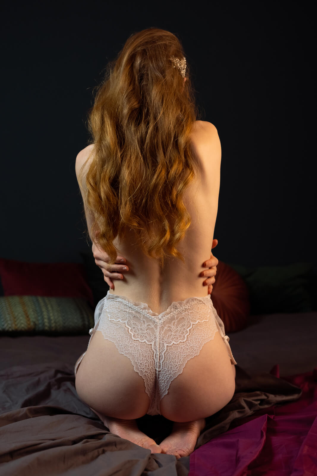 Vrouw in witte body